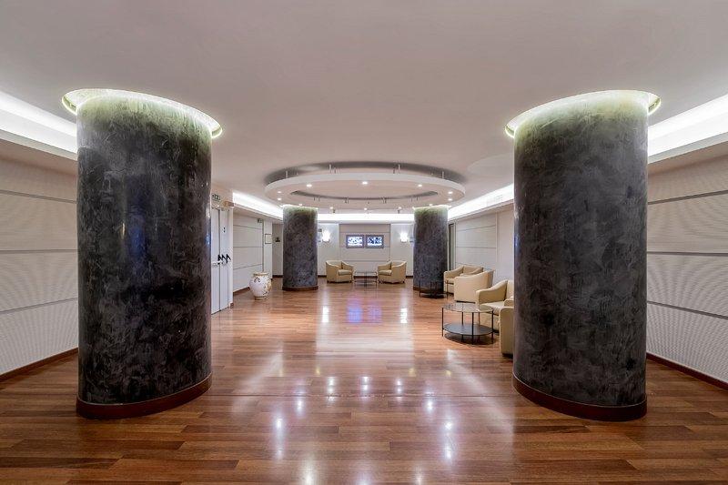 Holiday Inn Naples-Foyer<br/>Image from Leonardo