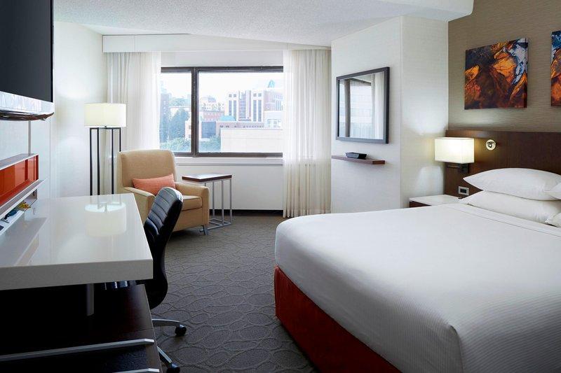 Delta Hotels by Marriott Quebec-Queen Guest Room<br/>Image from Leonardo