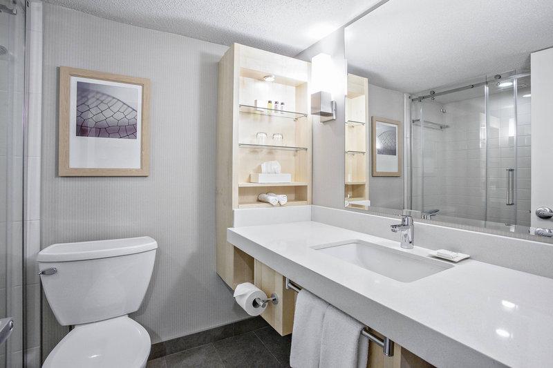 Delta Quebec-Deluxe Guest Room - Bathroom<br/>Image from Leonardo