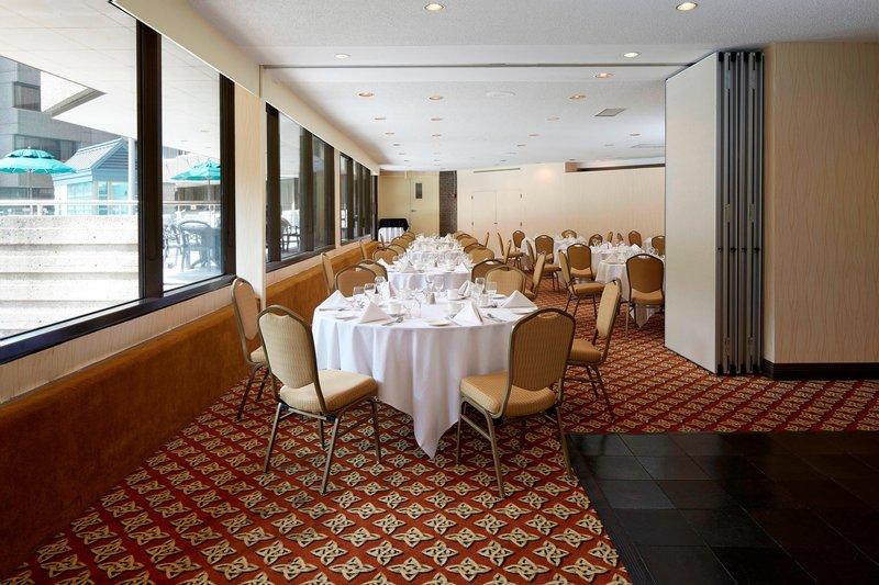 Delta Quebec-Wolfe-Montcalm Meeting Room - Banquet Setup<br/>Image from Leonardo