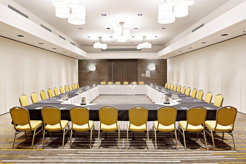 Delta Quebec-Jonquiere Meeting Room<br/>Image from Leonardo