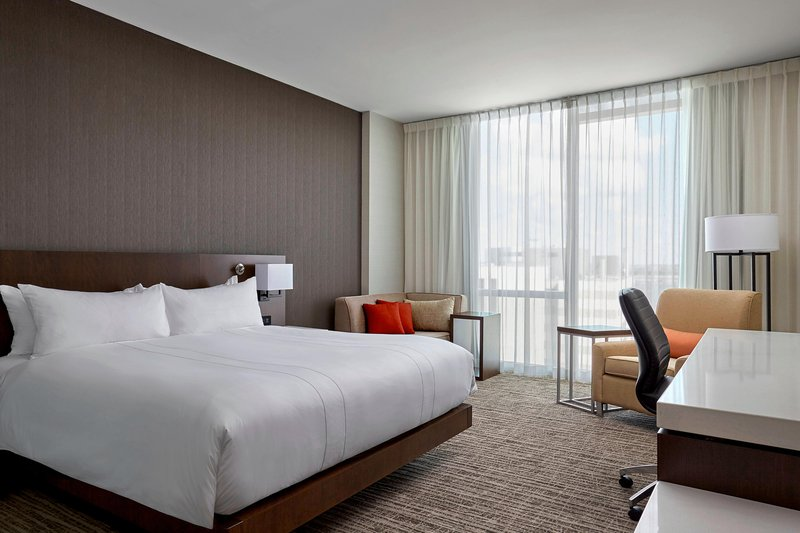 Delta Hotel Calgary Airport In-Terminal-King Guest Room<br/>Image from Leonardo