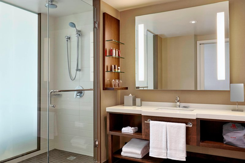 Delta Hotel Calgary Airport In-Terminal-Guest Room Bathroom<br/>Image from Leonardo