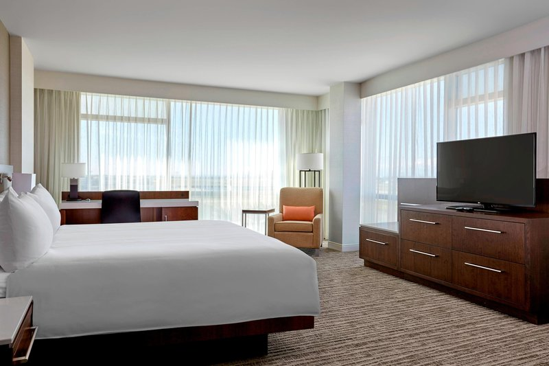 Delta Hotel Calgary Airport In-Terminal-King Corner City View Guest Room<br/>Image from Leonardo