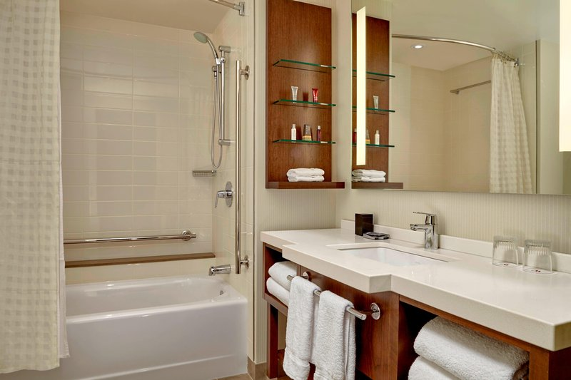Delta Hotel Calgary Airport In-Terminal-Queen/Queen Guest Room Bathroom<br/>Image from Leonardo