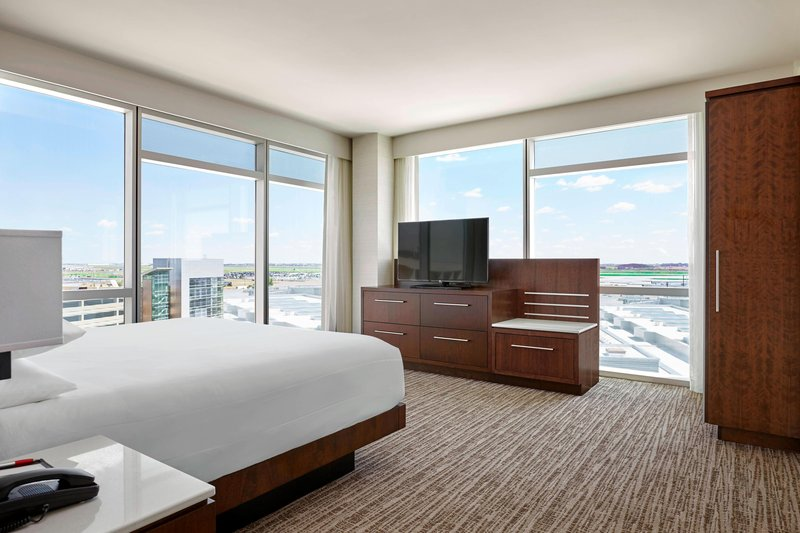 Delta Hotel Calgary Airport In-Terminal-One-Bedroom King Suite<br/>Image from Leonardo