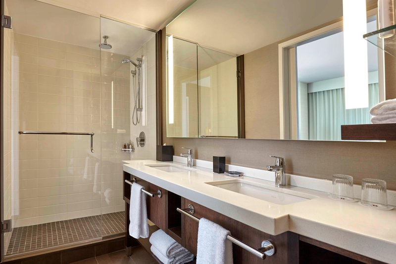 Delta Hotel Calgary Airport In-Terminal-One-Bedroom Suite - Bathroom<br/>Image from Leonardo