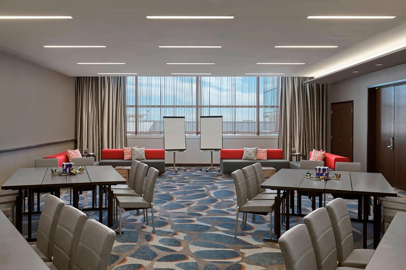Delta Hotel Calgary Airport In-Terminal-Glacier Meeting Room<br/>Image from Leonardo