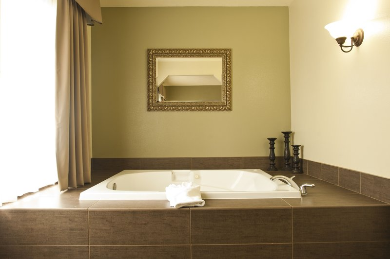 Holiday Inn Express Walla Walla-Jacuzzi Suite<br/>Image from Leonardo