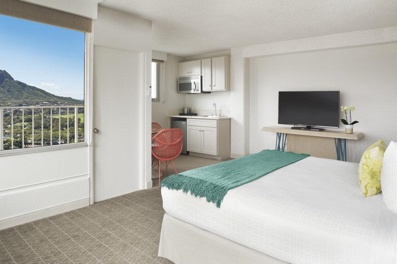 Queen Kapiolani Hotel - Jr Suite Diamond Head View King <br/>Image from Leonardo