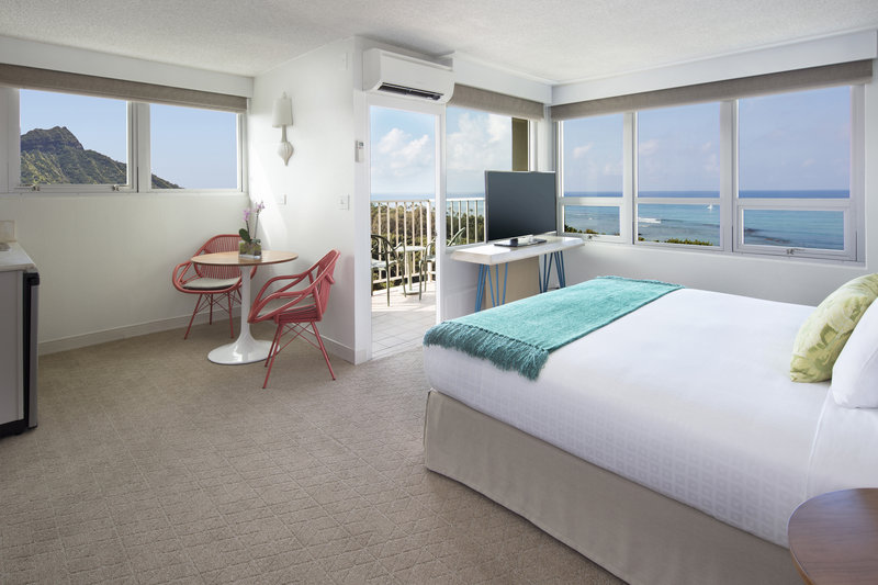 Queen Kapiolani Hotel - Jr Suite Ocean View Balcony King <br/>Image from Leonardo