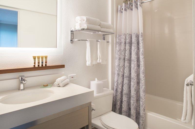 Queen Kapiolani Hotel - QKHPenthouse One Bedroom Suite Bathroom <br/>Image from Leonardo