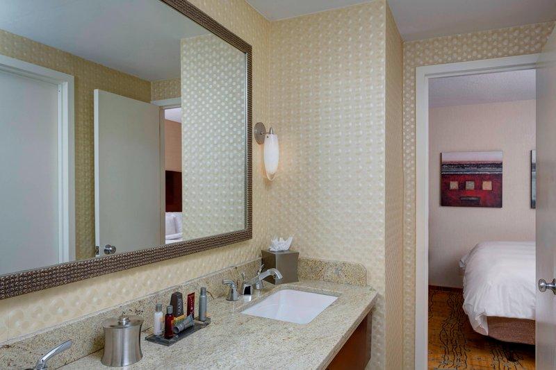 Boston Marriott Copley Place-Executive Suite - Bathroom<br/>Image from Leonardo