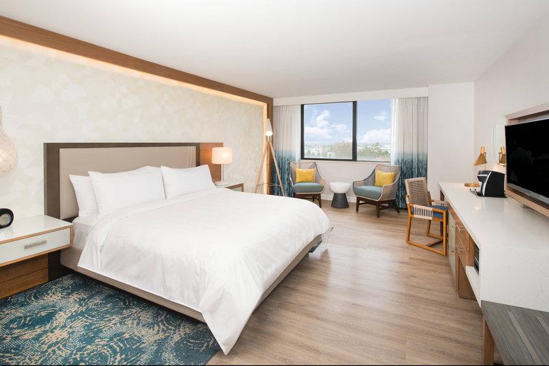 Renaissance Newport Beach Hotel-King Guest Room - Mountain View<br/>Image from Leonardo