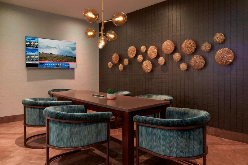 Marriott Toronto Airport Hotel-Concierge Level - Dining Area<br/>Image from Leonardo
