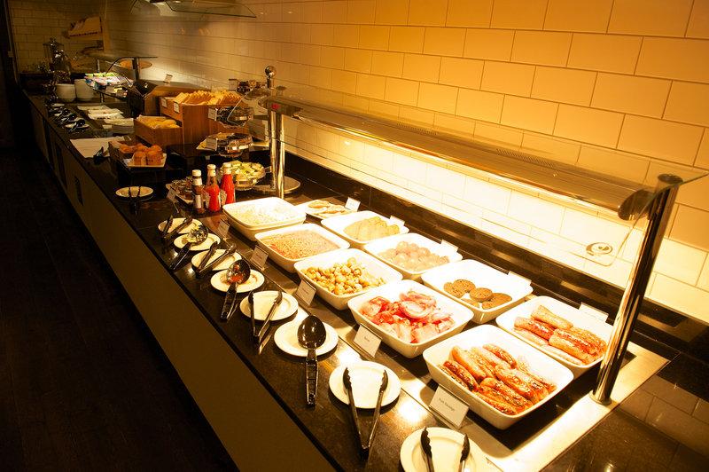 Holiday Inn Southend-Restaurant breakfast buffet<br/>Image from Leonardo