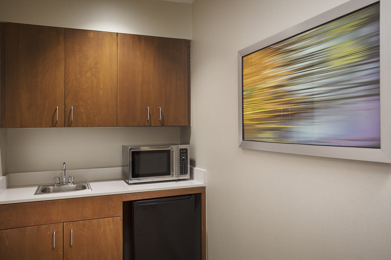 Holiday Inn Grand Rapids - Airport-Suite Kitchenette with Microwave and Mini Refridgerator<br/>Image from Leonardo