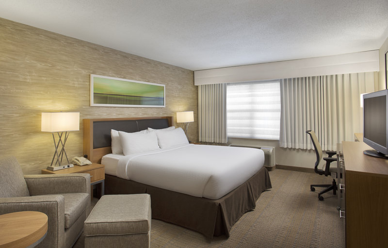 Holiday Inn Grand Rapids - Airport-King Guest Room<br/>Image from Leonardo
