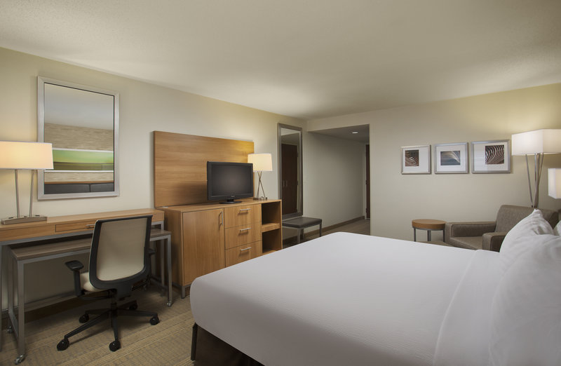 Holiday Inn Grand Rapids - Airport-Spacious King Guest Room<br/>Image from Leonardo
