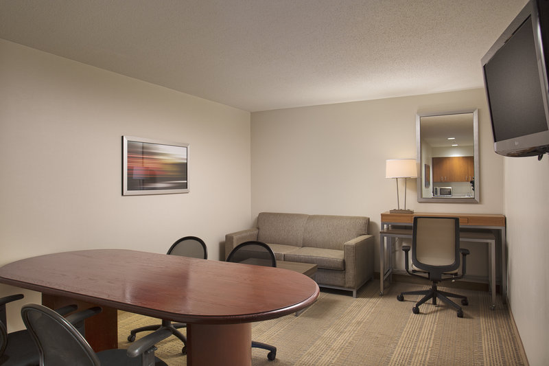 Holiday Inn Grand Rapids - Airport-Business Suite<br/>Image from Leonardo