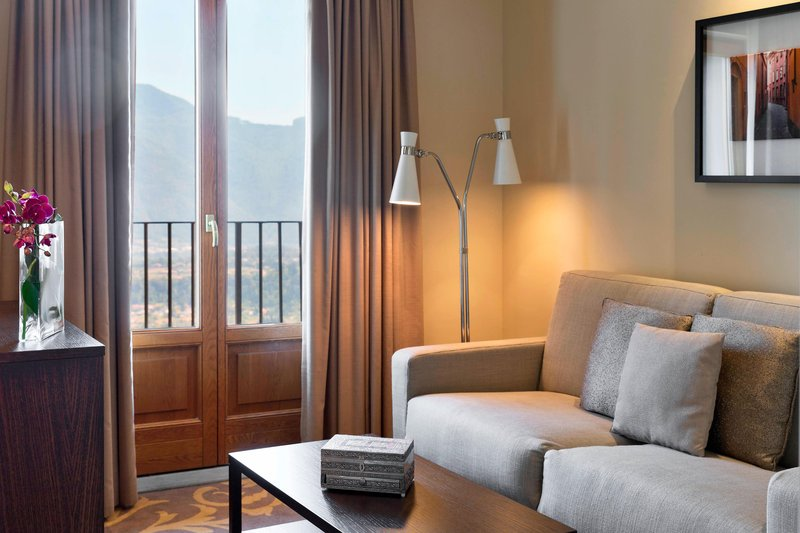 Renaissance Tuscany Il Ciocco Resort And Spa-Twin/Twin Deluxe Guest Room<br/>Image from Leonardo