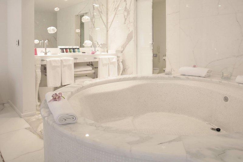 Boscolo Exedra Nice-Presidential Suite Bathroom<br/>Image from Leonardo