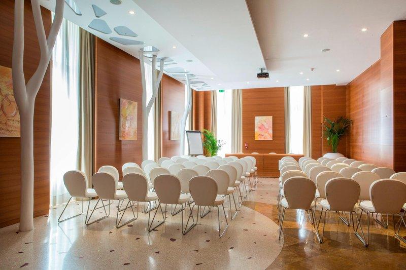 Boscolo Exedra Nice-Sinfonia Meeting Room – Theater Setup<br/>Image from Leonardo
