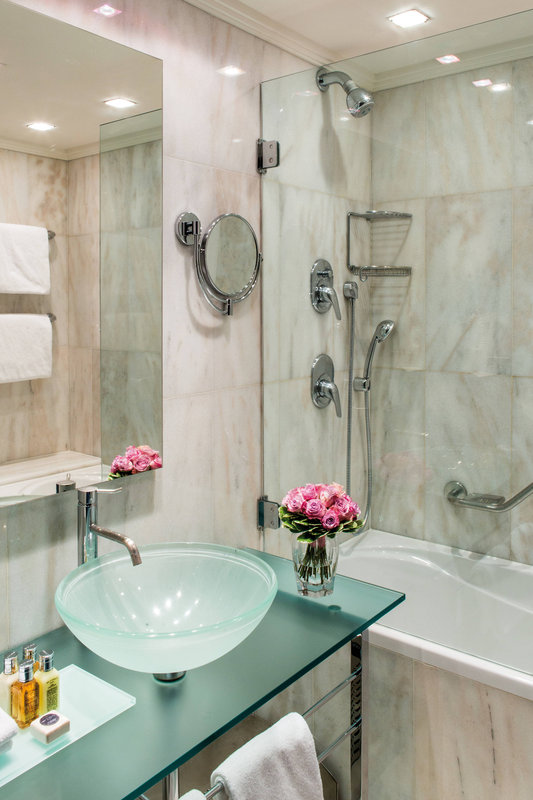 Carlo IV, Dedica Anthology Autograph Collection - Classic Guest Bathroom <br/>Image from Leonardo