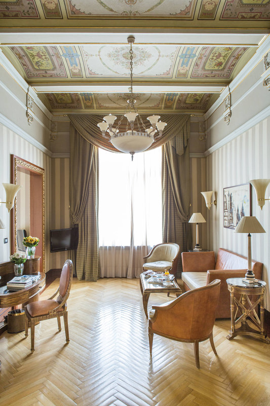 Carlo IV, Dedica Anthology Autograph Collection - Junior Suite - Living Area <br/>Image from Leonardo