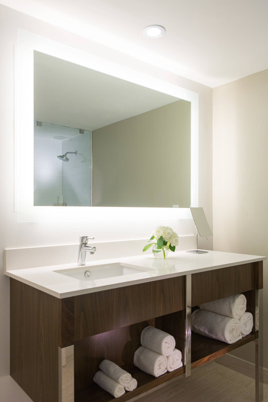 Renaissance St Domingo Jaragua Hotel-Guest Bathroom<br/>Image from Leonardo