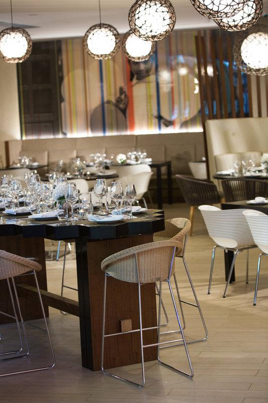 Renaissance St Domingo Jaragua Hotel-Lunas Tapas Bar & Restaurant<br/>Image from Leonardo