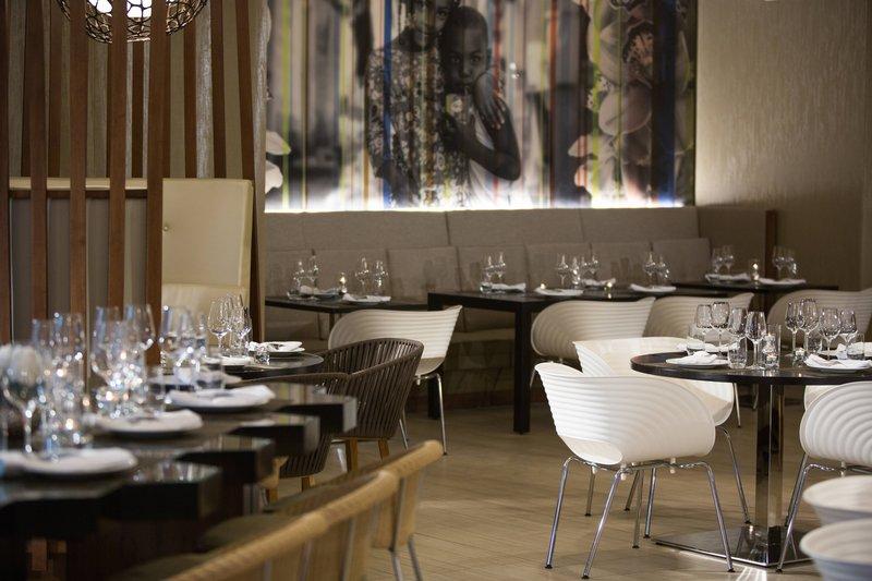 Renaissance St Domingo Jaragua Hotel-Luna Tapas Bar & Restaurant<br/>Image from Leonardo