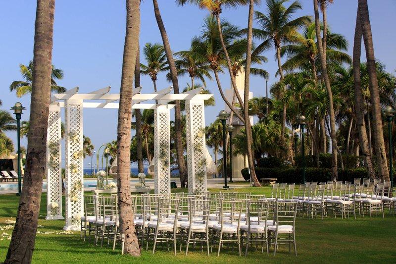 Renaissance St Domingo Jaragua Hotel-Outdoor Wedding Ceremony<br/>Image from Leonardo