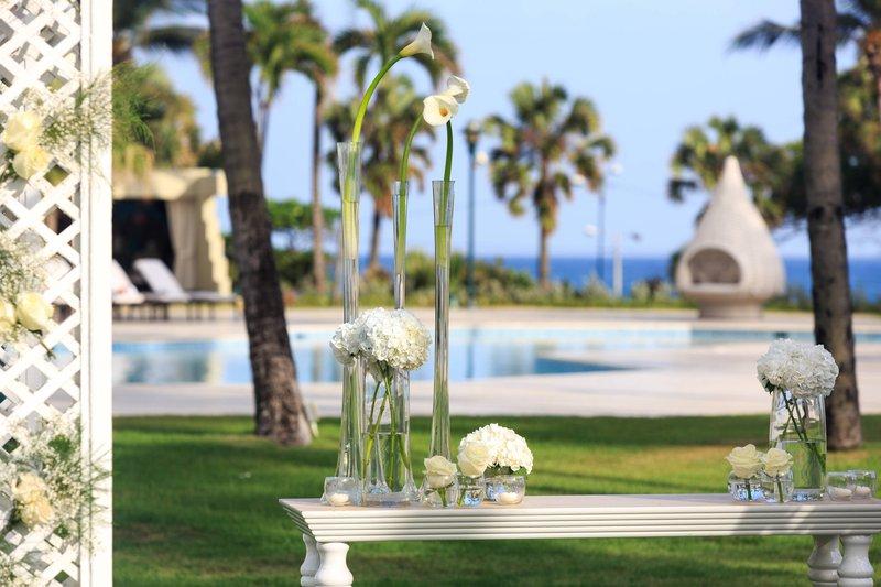 Renaissance St Domingo Jaragua Hotel-Outdoor Wedding Setup<br/>Image from Leonardo