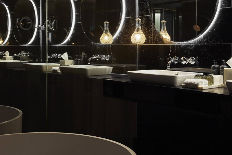 Autograph Collection Roomers Munich-Deluxe Premium Suite Roomers Munich<br/>Image from Leonardo