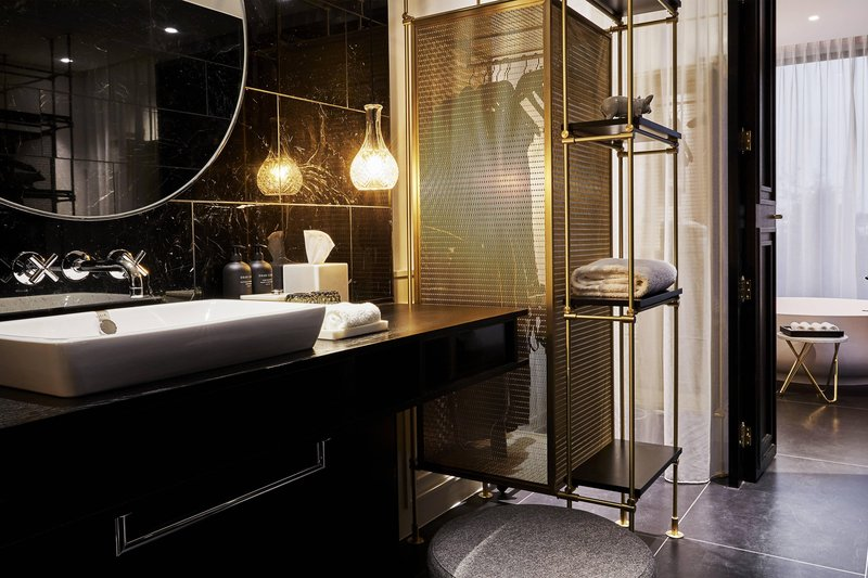 Autograph Collection Roomers Munich-Superior Premium Suite Roomers Munich<br/>Image from Leonardo
