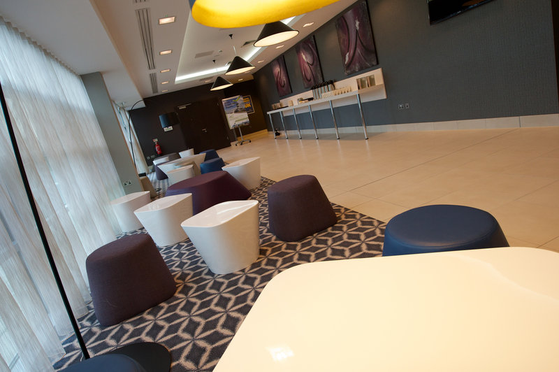Holiday Inn Southend-Laker Suite Foyer is ideal for your meeting breaks<br/>Image from Leonardo