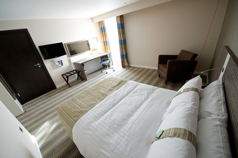 Holiday Inn Southend-Adjoning Room: Double Room interconnects to Twin Room<br/>Image from Leonardo