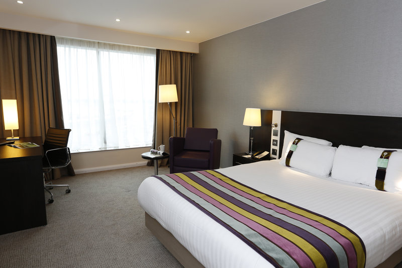 Holiday Inn Southend-Executive Room beds are large and comfortable <br/>Image from Leonardo