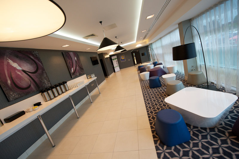 Holiday Inn Southend-Laker Foyer - Perfect for coffee breaks and lunches<br/>Image from Leonardo