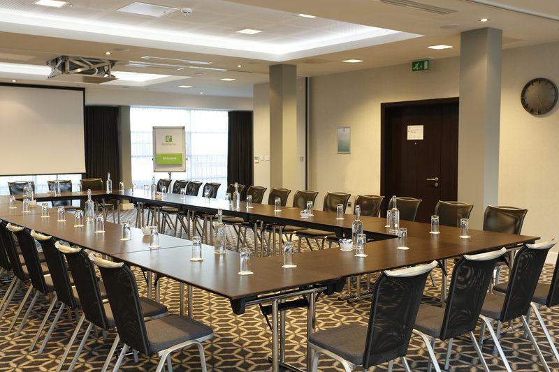 Holiday Inn Southend-The Laker Suite provides the option for several layouts<br/>Image from Leonardo