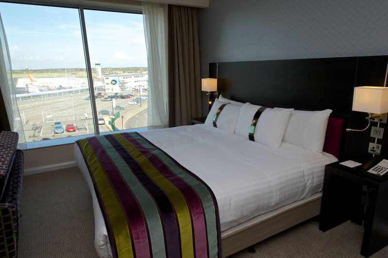Holiday Inn Southend-King Bed Guest Room<br/>Image from Leonardo