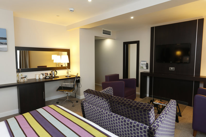 Holiday Inn Southend-Our King Superior rooms are perfect for you to relax<br/>Image from Leonardo