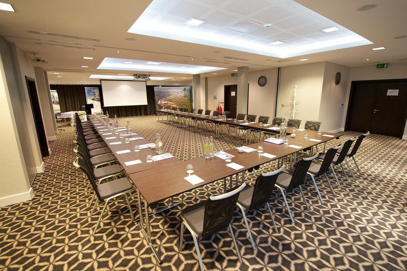 Holiday Inn Southend-Laker Suite in full set up in a u-shape for training<br/>Image from Leonardo