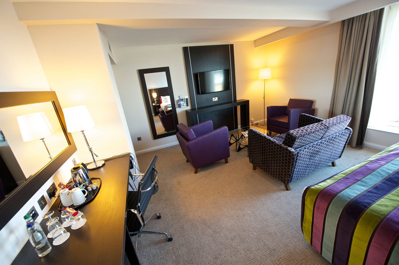 Holiday Inn Southend-King Superior Room<br/>Image from Leonardo