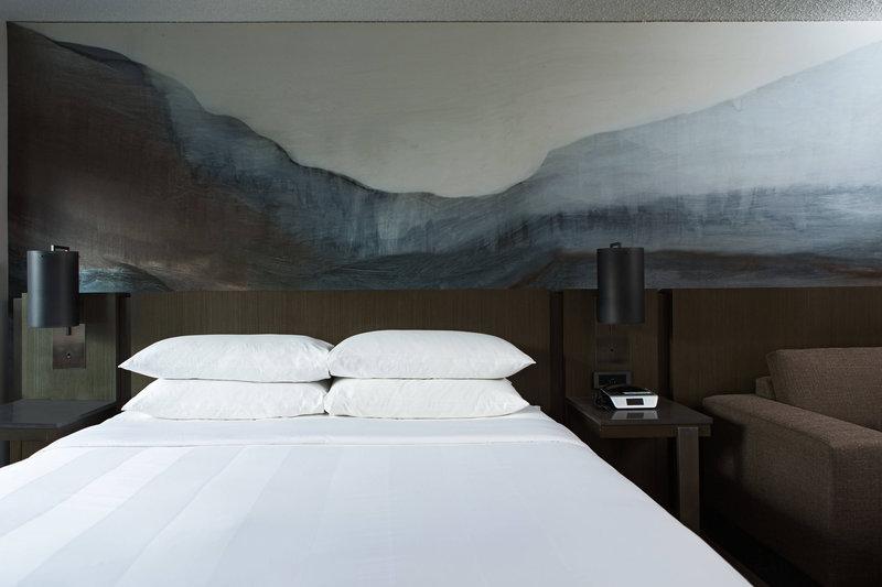 Calgary Marriott Hotel-King Concierge Guest Room<br/>Image from Leonardo