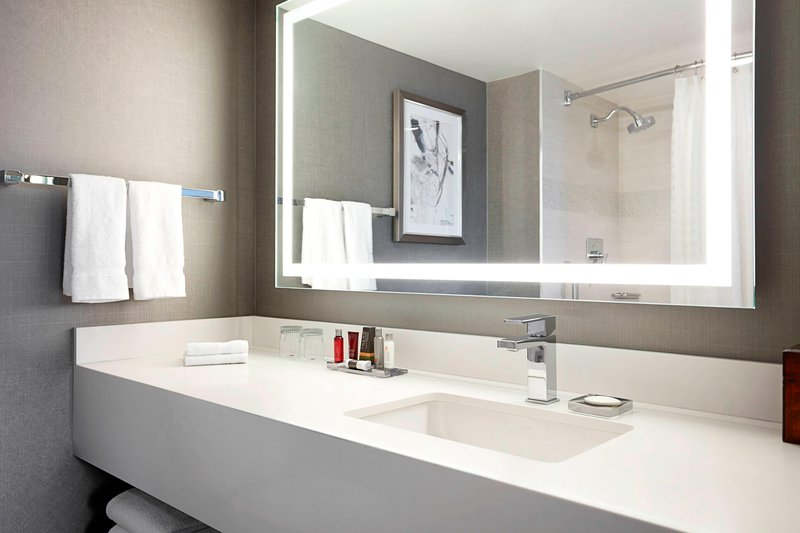 Calgary Marriott Hotel-Double/Double Guest Room - Bathroom<br/>Image from Leonardo
