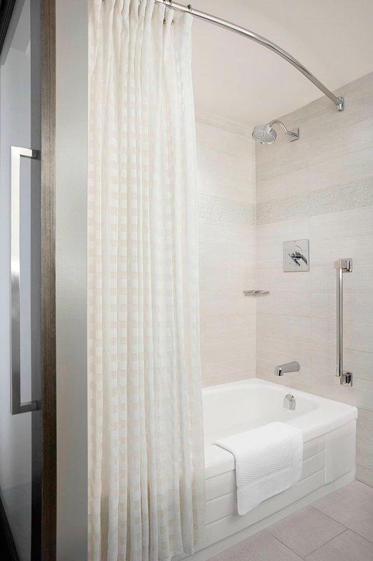 Calgary Marriott Downtown Hotel-Double/Double Guest Room - Bathroom<br/>Image from Leonardo