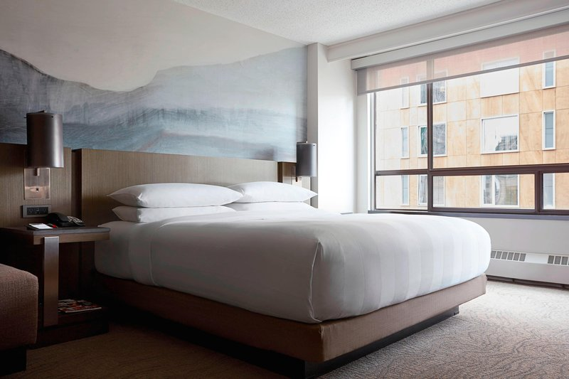 Calgary Marriott Downtown Hotel-Deluxe King Guest Room<br/>Image from Leonardo