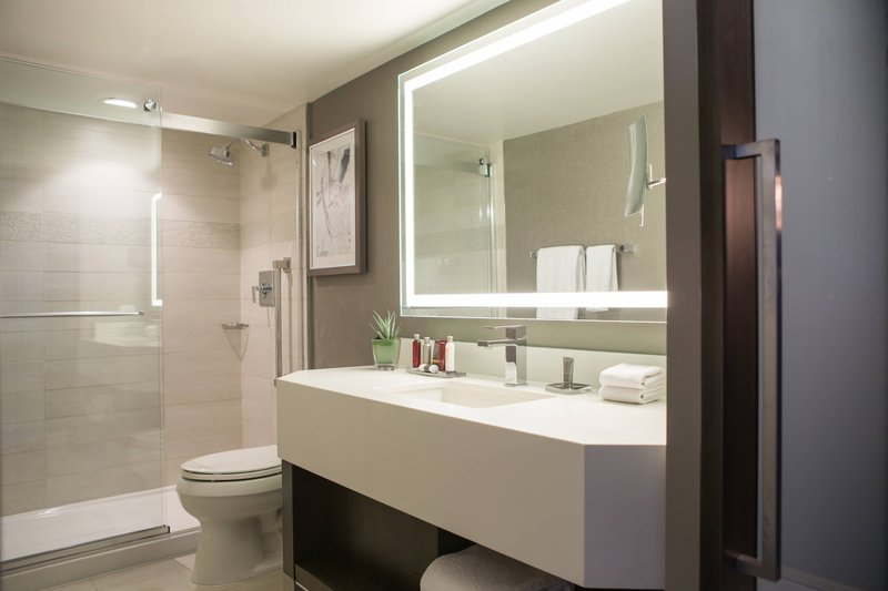 Calgary Marriott Downtown Hotel-King Executive Suite<br/>Image from Leonardo